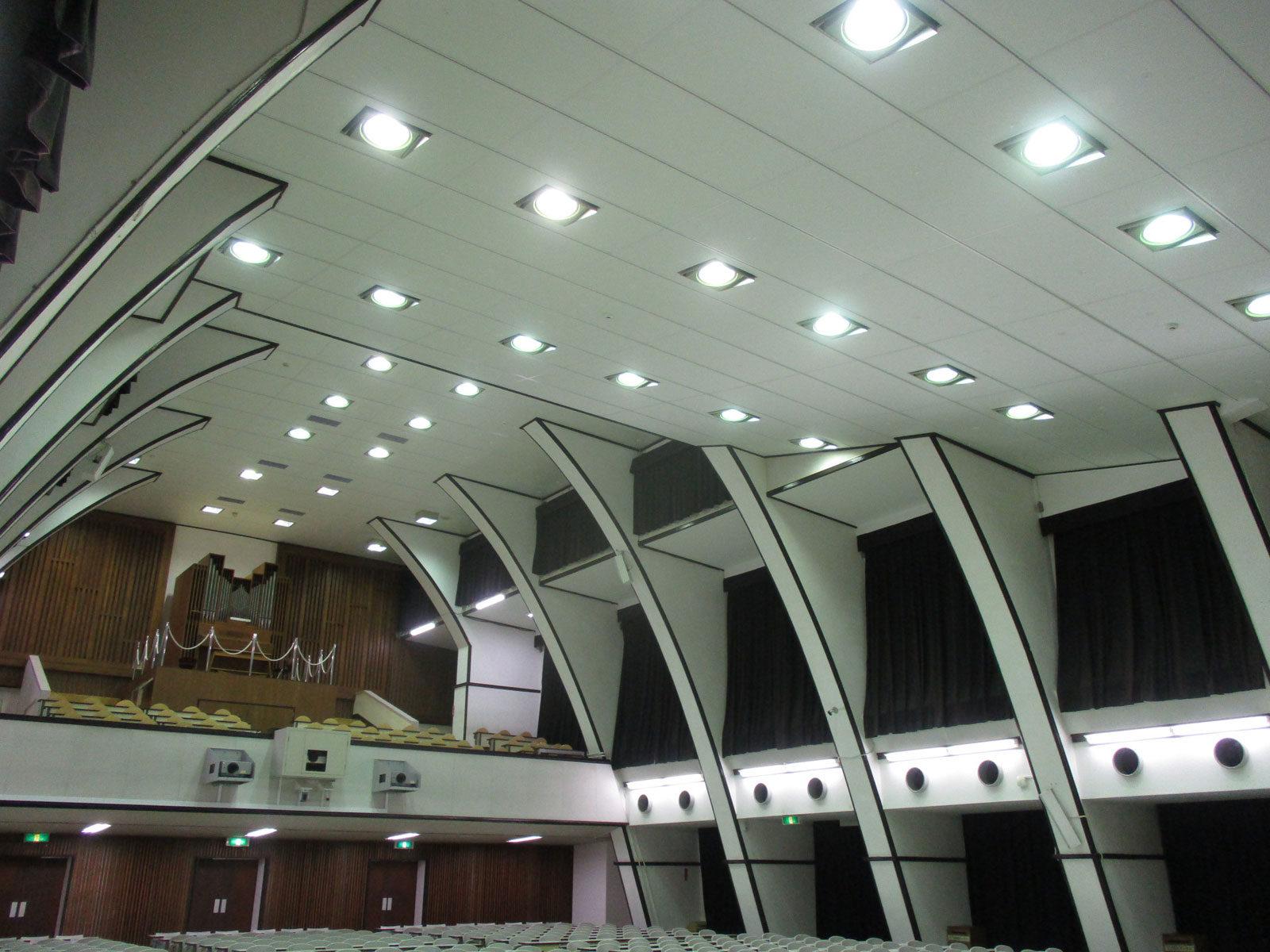 東京大学(駒場Ⅰ)講堂900番教室天井改修2